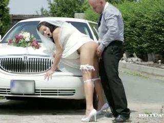 Di sini cums yang pengantin perempuan