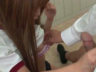 אסייתי חרמן בית ספר נערה giving חם עבודת בציצים ב כיתה