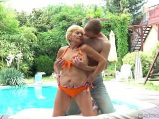 Бабуся fucks наступний для a басейн, безкоштовно 21 sextreme hd порно d5