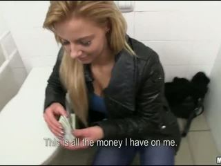 Czeska szmata cipka fucked w publiczne toaleta