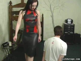 Juvenile hotty enjoying viņai vāvere