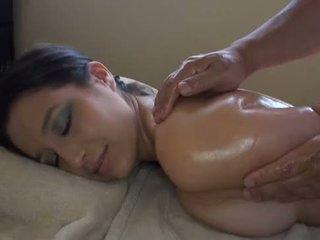 एशियन massages वाइट गर्ल
