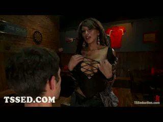 Mamalhuda traveca yasmin lee bounds two guys em bar
