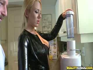 Seksi blond milf valerye