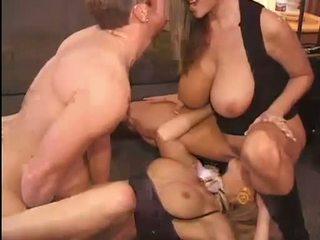 Chaud kelly madison et michelle b gets leur doux chattes hammered dur