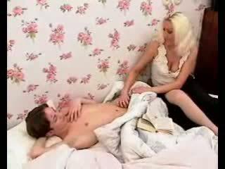 Kaislīgas māte markas puika loceklis grūti ar karstās minēts un raušana.