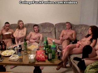 Tsjechisch students staged an orgie bij de party