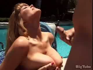 Darla crane titty fucks un sucks dzimumloceklis outdoors