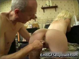 Tuổi papy fucking trẻ tattooed vợ