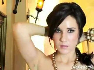 Голям бюст брюнетка мадама erin avery strips и flashes тя секси тяло