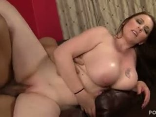 Grande titted desiree deluca swallows un bocca completo spento sborra