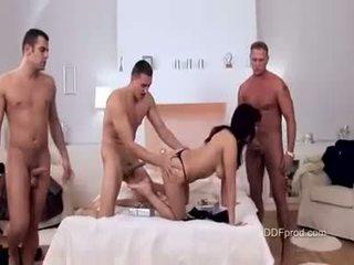 מלוכלך בייב aisha san brutaly מזוין עם שלוש גדול קשה cocks
