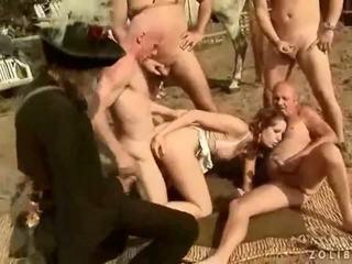 Two grandpas ficken und pinkeln auf heiß vollbusig mädchen