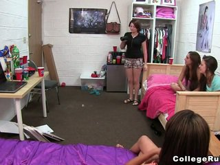 Owadanja and curious kolledž girls