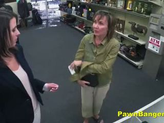 Cheeky geschäft owner bangs customer's muschi