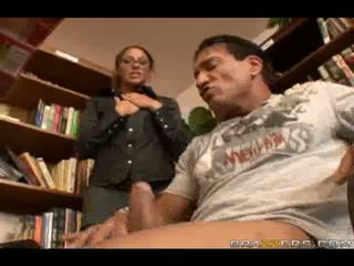 Sexy knihovník slammed podle velký čurák v velký anální