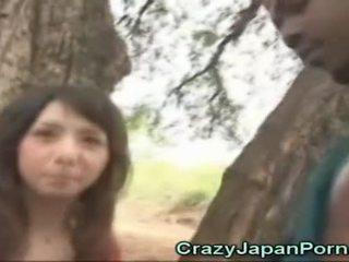 Asiatisch cutie sucks an afrikanisch!