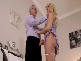 Super forró blondie igazán gets szopás mert régi jim tovább egy kanapé