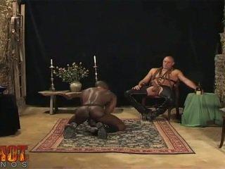 Orāls sekss engulfing vergs
