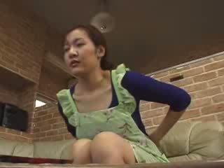 Japoniškas lonely mama masturbate į livingroom video