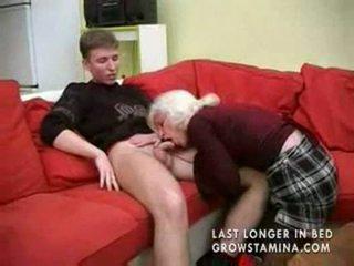 Senelė su saggy papai gets pakliuvom part1