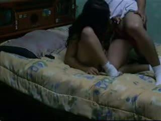 Seks porno & tërheq i errët haired fucks të saj bf në të saj konvikt