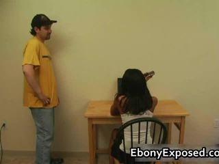 Ebony amateur undresses haar spankable