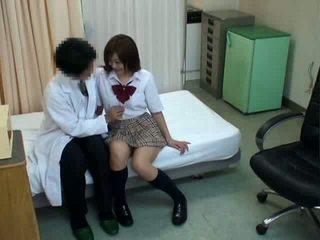 Diáklány hypnosis szex -val doktor