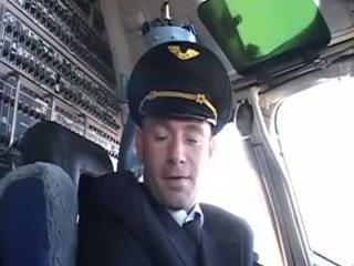 Veľmi príťažlivé letuška seducing ju obľúbené pilot
