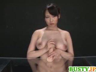 Akane yoshinaga plays s vibrátor na cans