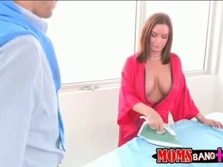 Milf abby cruce in 3 cu ei stepson