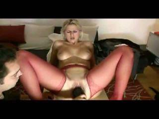 Blondýnka manželka loves painful penetration video
