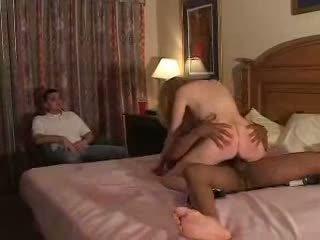 Couples ลอง เป็นครั้งแรก เวลา fliming ผัวมีเมียน้อย ประสบการณ์ ด้วย bull