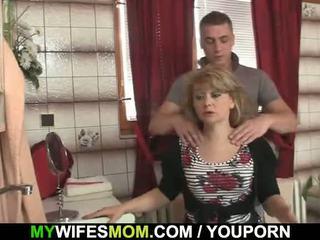 Hij cheats met heet mother-in-law