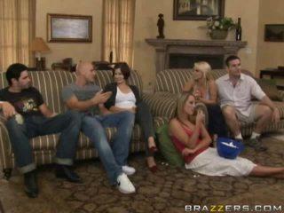 自由 裸体 之间 家庭 色情 视频