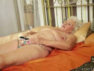 Lusty grandmas รวบรวมช็อตเด็ด