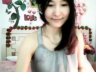 귀여운 한국의 캠 소녀 tempting 와 통통하게 살찐 가슴