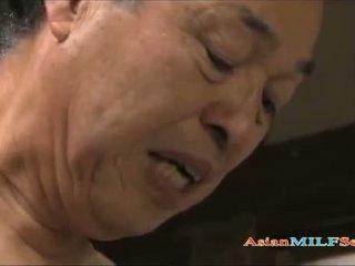 Seksi asia milf enjoys being shagged panjang dan keras