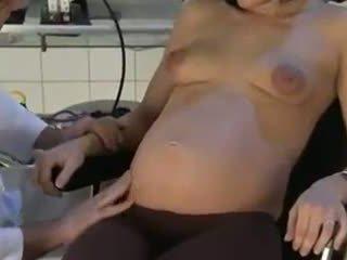 W ciąży żona fucked przez jej doktor