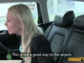 Russisch tiener bedrogen door haar taxi driver