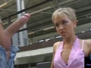 Monique τραβώντας μαλακία thomas πέτρα τεράστιος shaft outdoors: πορνό 33