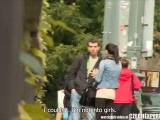 Slutty підліток дівчина смокче strangers пеніс на вулиця