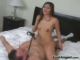 Pornoster alexis breeze rides haarzelf op top van haar man grinding haar nauw vastgrijpen