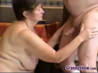 brunett, stora bröst, granny