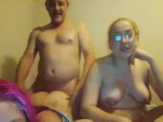 Grdo debelušne daughters double-blowjob ne njihovo debeli očka
