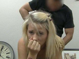 Ania taking nuleidimas ant veido nuleidimas
