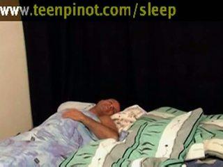 Ragazza beauty scopata mentre dormire