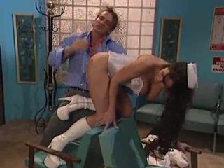 Dokter neuken nurse's bips