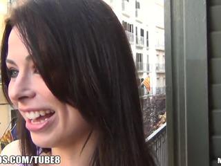 bruneta, deepthroat, vyhublý