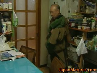 Giapponese milf enjoys caldi sesso